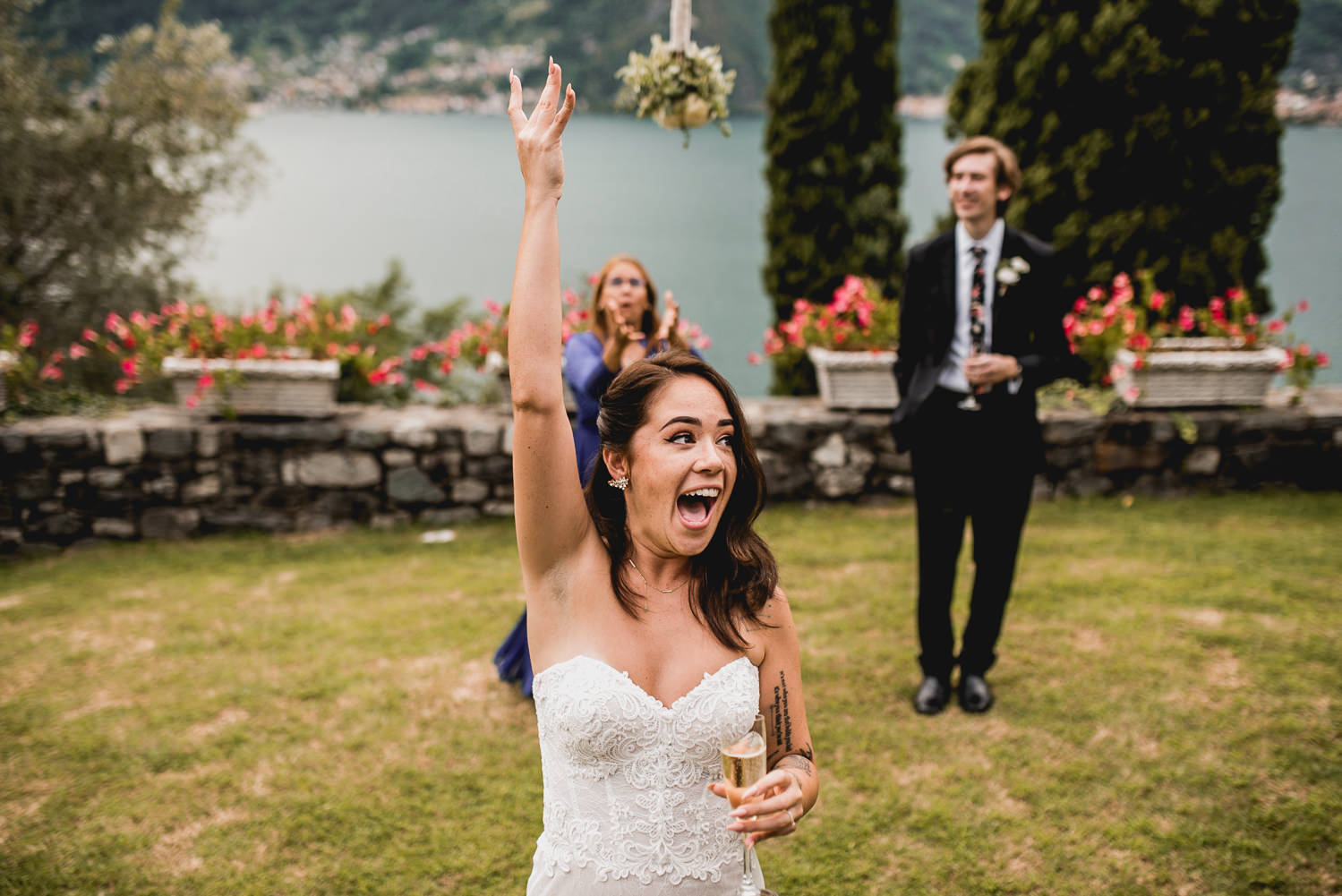 bouquet toss lake como