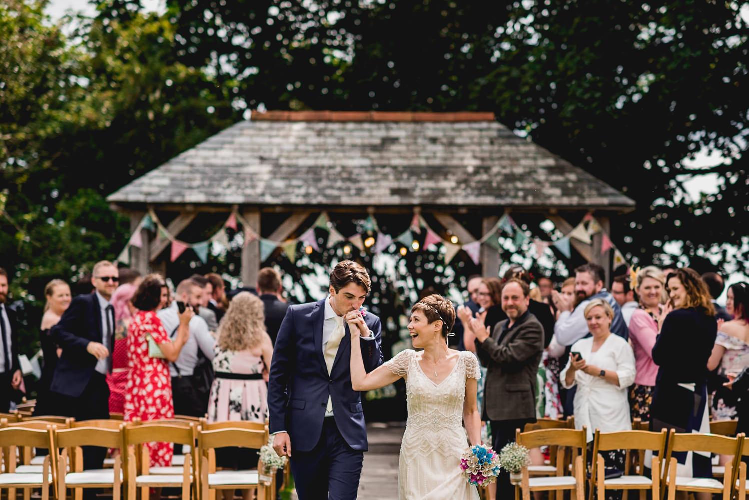 trevenna wedding photo kiss