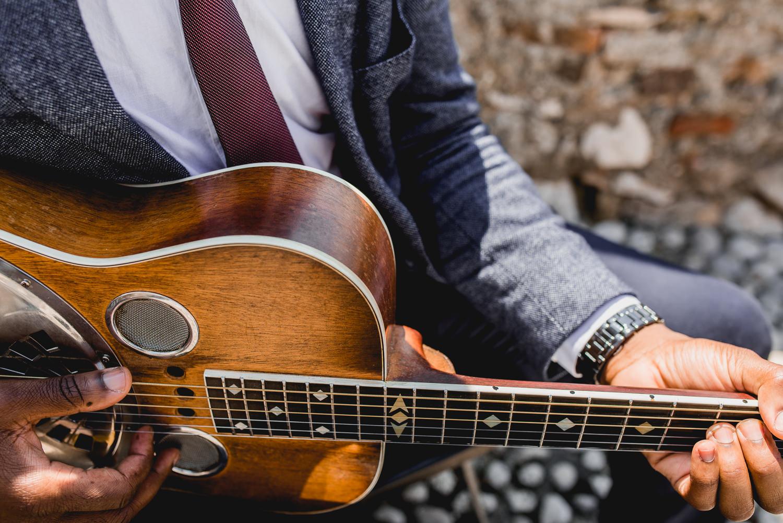 Malcesine castle guitar